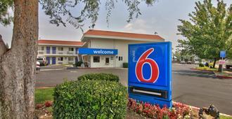 Motel 6 Sacramento North - Sacramento - Building