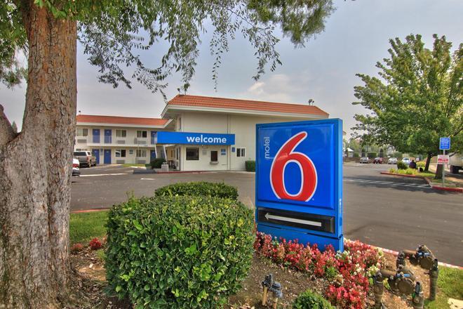 Motel 6 Sacramento North - Sacramento - Edificio