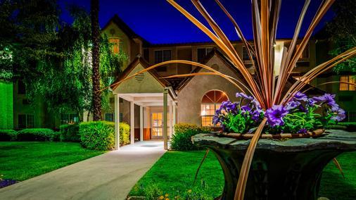 SureStay Plus Hotel by Best Western Rocklin - Rocklin - Edificio