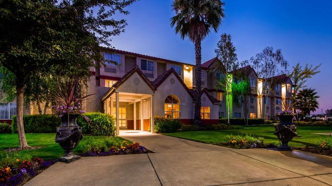 SureStay Plus Hotel by Best Western Rocklin - Rocklin - Building