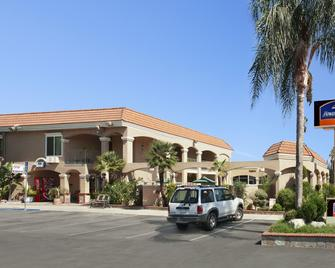Howard Johnson by Wyndham Buena Park - Buena Park - Building