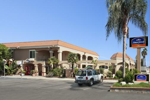 Howard Johnson by Wyndham Buena Park - Buena Park - Rakennus