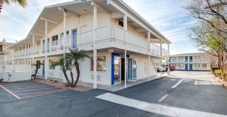 Motel 6 Phoenix East - Phoenix - Gebäude