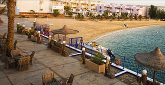 Dolphin Beach Resort (Families Only) - Yanbu