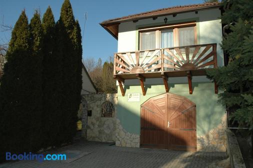Zöldike Vendégház - Kaposvár - Building