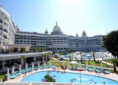 Diamond Premium Hotel & Spa - Side - Building