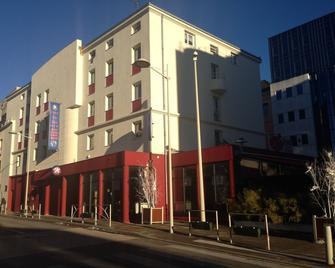 The Originals City, Hôtel Central Parc, Oyonnax (Inter-Hotel) - Oyonnax - Building