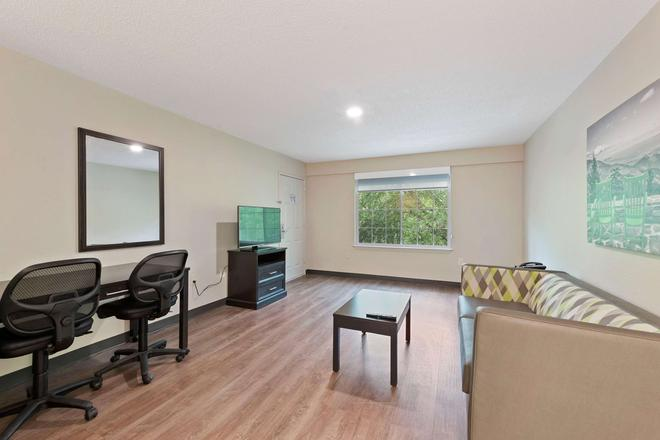 Extended Stay America - Charlotte - Airport - Charlotte - Living room