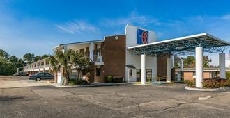 Motel 6 Dothan - דותן