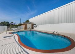 Motel 6 Dothan - Dothan - Pool