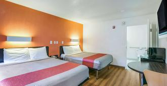 Motel 6 Dothan - Dothan - Bedroom