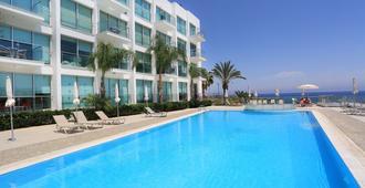 Coralli Spa Resort & Residence - Protaras - בריכה