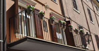 Le Finestre Sul Borgo B&b - Peschiera del Garda - Edificio