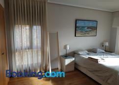 Bonita vivienda en San Sebastian de los Reyes no apta para grupos de trabajo - San Sebastián de los Reyes - Bedroom