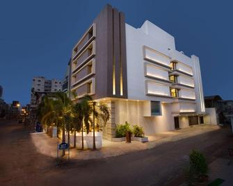 Bizz The Hotel - Rajkot - Building