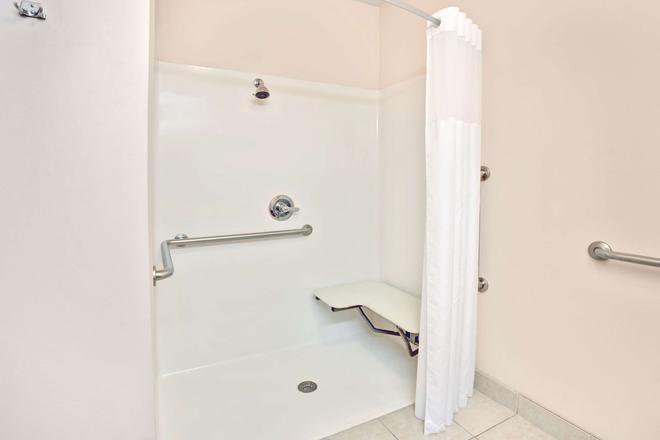 路易斯維爾/會展中心速 8 酒店 - 路易斯維爾 - 路易斯維爾(肯塔基州) - 浴室