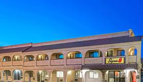 Super 8 By Wyndham Las Vegas Nellis Afb Area - Las Vegas - Building