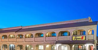 Super 8 By Wyndham Las Vegas Nellis Afb Area - Las Vegas - Building