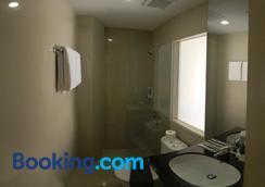 Vio Cihampelas - Bandung - Bathroom