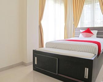 OYO 1326 Mahakam Guest House - Padang - Habitación