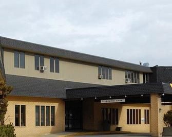 Heritage Inn Hotel & Convention Centre - Cranbrook - Кренбрук - Building