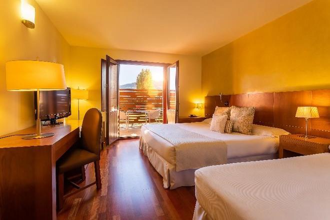 Hotel Izán Puerta de Gredos - El Barco de Ávila - Bedroom