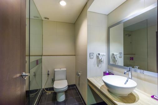 Quest Hotel Kuta - Kuta - Bathroom
