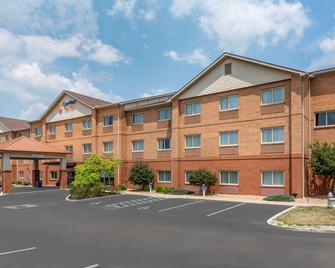 Comfort Suites - Mason - Building