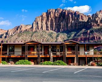 La Quinta Inn & Suites by Wyndham at Zion Park/Springdale - Springdale - Gebouw