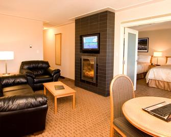 Woodlands Inn & Suites - Fort Nelson - Living room