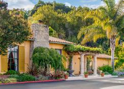Inn Marin and Suites Ascend Hotel Collection - Novato - Building