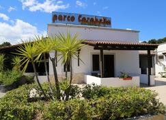 Parco Carabella - Vieste - Edifício