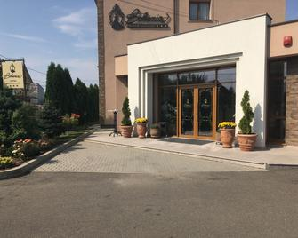 Hotel Bohemia - Bacău - Building
