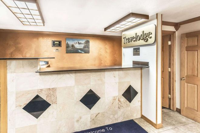 Travelodge by Wyndham Bloomington - Bloomington - Front desk