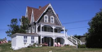 The Gothic Inn - Block Island - Building