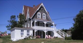 The Gothic Inn - Block Island