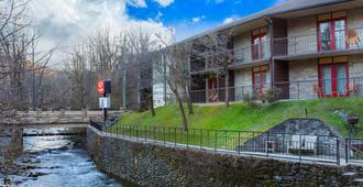 Econo Lodge Inn & Suites on the River - Gatlinburg - Edificio