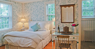 Ships Inn - Nantucket - Bedroom