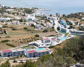 Evita Resort - Rodas - Vista del exterior