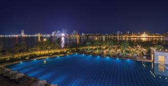 Sokha Phnom Penh Hotel - פנום פאן - בריכה