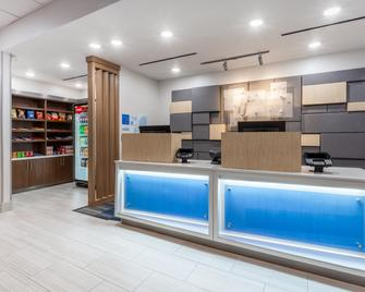 Holiday Inn Express Kearney, An IHG Hotel - Kearney - Рецепція