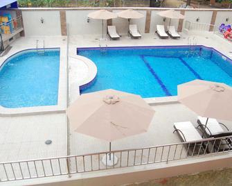 Hotel Du Golf - Aba - Pool