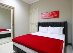 Chiaro Hotel Syariah - Sidoarjo - Bedroom