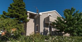 Villa Lucica Trogir - Trogir - Edificio