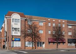 Comfort Inn Ballston - Arlington - Building