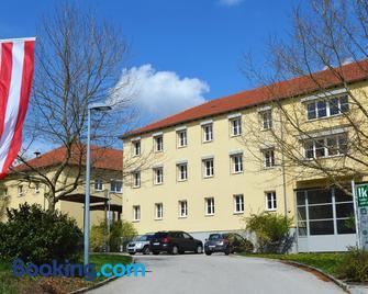 Bildungswerkstatt Mold - Horn - Building