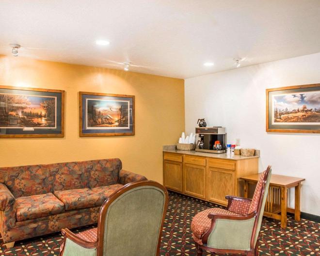 代頓 WP 空軍基地郊區長住公寓 - 比弗克里克 - 代頓(俄亥俄州) - 客廳
