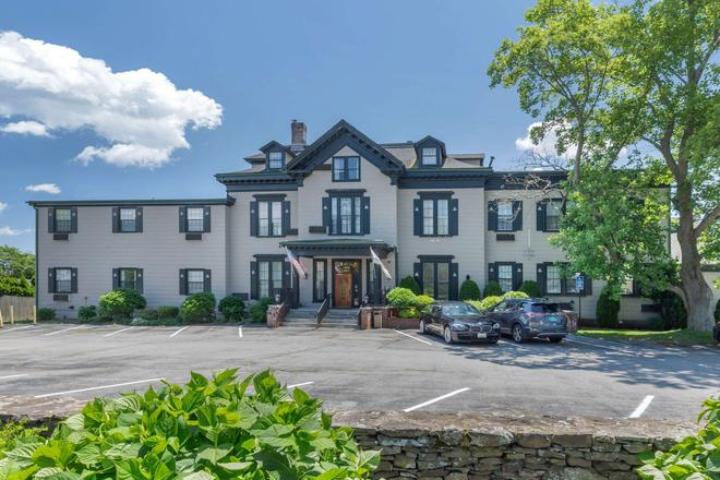 The Carriage House Inn Ascend Hotel Collection - Middletown - Building