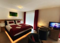 Boardinghouse Home- Adults Only - Self Check In & Check Out - Kostnice - Bedroom