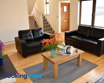 Lough Currane Holiday Homes - Waterville - Living room